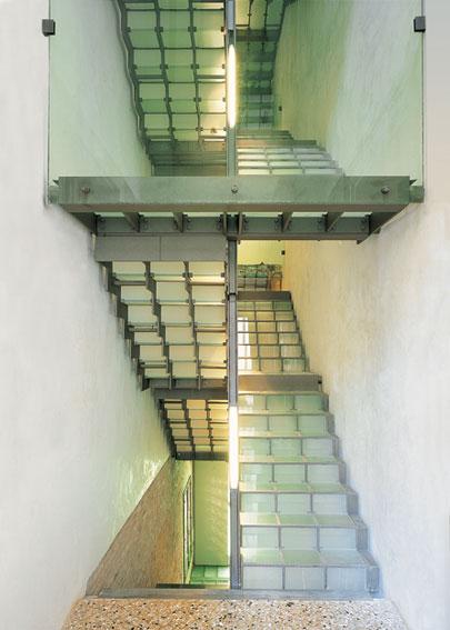 La scala crociata. Ferro, vetro